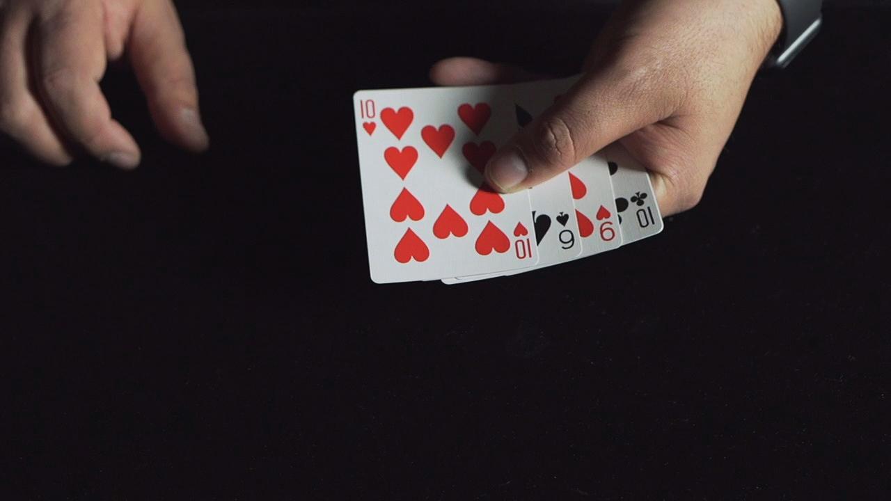 The magical hands of Manuel Llaser.