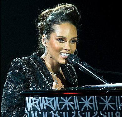 Alicia Keys wears De Beers Lea One Drop Necklace at Alicia Keys and her piano 13