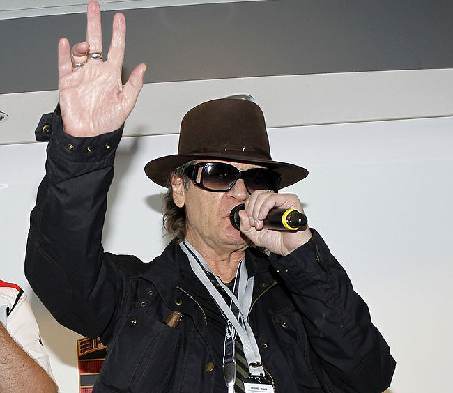 Rockstar Udo Lindenberg unveils Porsche GT3 painting for his charity 6