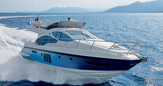 Azimut 45 wins 2011 Boat of the Year award from the magazine Vela e Motore