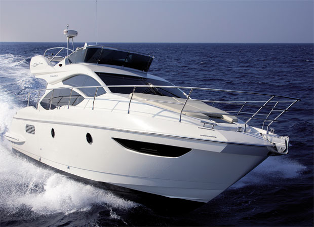 The Azimut 40 from the Flybridge collection. A 12 meter motor cruiser with two cabins