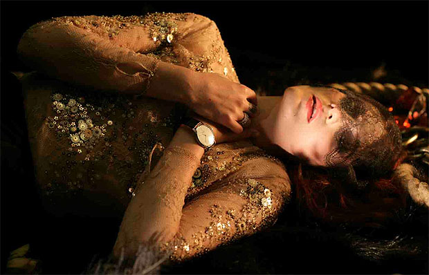 Florence Welch of Florence and the Machine wears Piaget in No light, No light video