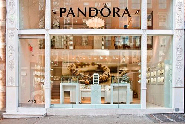 the pandora concept store opens in new york 39 s soho shopping district luxurious magazine. Black Bedroom Furniture Sets. Home Design Ideas