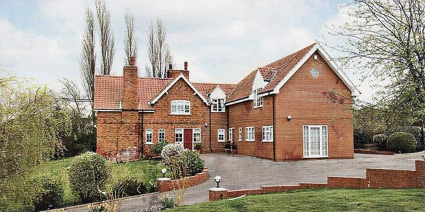 UK Country house prices have fallen by up to 3% in 2011 but regions diverge