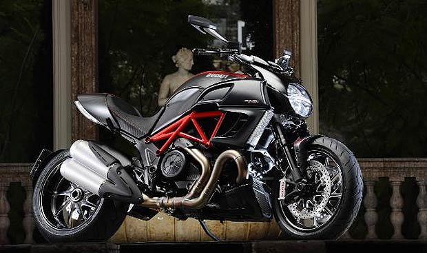 Ducati to show the 1199 Panigale and the Diavel at the MCN London Motorcycle Show.