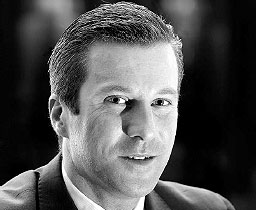 Hotel Fouquet's Barrière appoints Fabrice Moizan as its new General Manager. 3