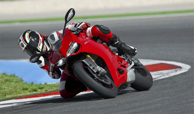 The eagerly awaited Ducati Panigale 1199 arrives at dealerships throughout the UK. 7