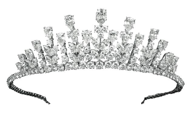 A stunning Van Cleef & Arpels tiara to be featured in the Mirror Mirror movie. 8