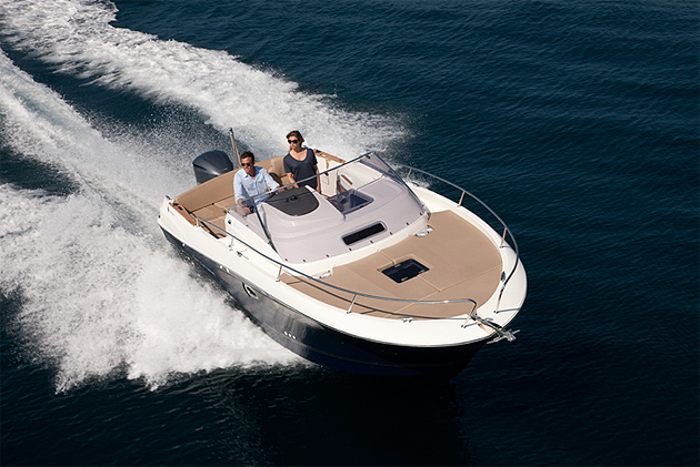 In 2012, the Cap Camarat line by Jeanneau celebrates its 30th birthday. Thirty years on, the adventure continues with new models and new projects.
