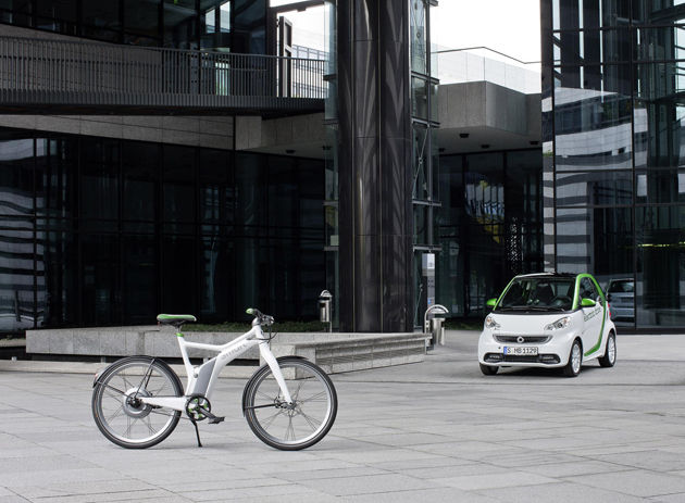 With the arrival of the smart ebike, the iconic smart brand reinforces its position as the pioneers of electric mobility. Continuing the unmistakeable style of the brand, the high tech and environmentally friendly smart ebike is extremely efficient for use in towns and cities.