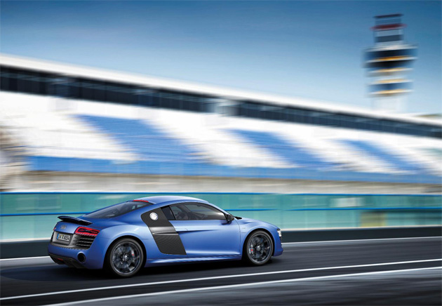 The 2013 Model Year R8 has evolved more subtly, but no less significantly, in terms of styling. Its single-frame grille is a new design with bevelled upper corners and horizontal chrome inserts adorning the struts on the V10 variants. The bumper is also new, with the air inlets bearing three crossbars each, and in the new V10 plus coupe it incorporates a weight-saving Carbon Fibre Reinforced Polymer (CFRP) front splitter.