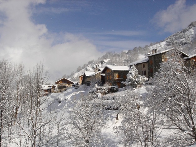The Alpine Club, which specialises in running beautiful boutique chalets in the charming resort of St Martin de Belleville in the Trois Vallées, is launching a brand new chalet for this coming winter.