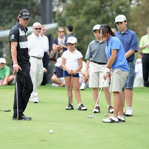 Fresh from his second Major victory, Rory got back to basics with a junior golf clinic at the City Parks Foundation's Junior Golf Center in Brooklyn.