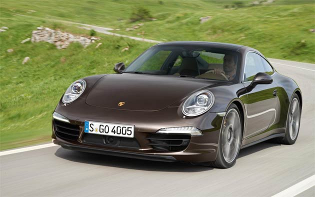 The new Porsche 911 Carrera 4 and 4S models unite the excellent performance and efficiency of the new generation 911 with the dynamic benefits of the latest version of the active all-wheel drive Porsche Traction Management (PTM) system.