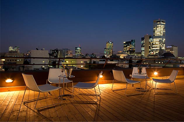 What better way to unwind than with a fresh watermelon or lychee martini and a spectacular sunset? At Brown TLV, guests can enjoy the glittering views of Tel Aviv's skyline from the newly opened rooftop terrace. Plus, the bar is a great place to meet and mingle with the locals at one of the latest hotspots in the city. The hotel is located in the heart of Tel Aviv's most vibrant district, with numerous galleries, restaurants and bars in the neighbourhood.
