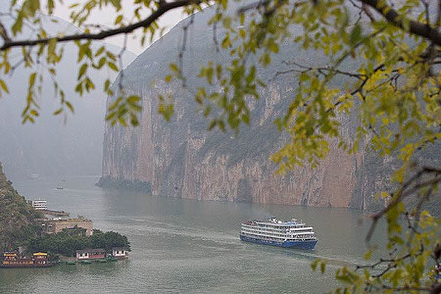 Most visitors to China spend their time visiting the country's big cities, but for those who want a truly unique adventure, a Yangtze River Cruise through the Three Gorges can be an experience of a lifetime.