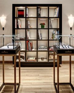 The new Vacheron Constantin boutique creates an intimate and welcoming space for watch enthusiasts and collectors, displaying its exquisite timepieces in refined showcases. The interior design incorporates contemporary elements into the traditional design through an architectural perspective that reveals the brand's constant search for excellence and aesthetic perfection. The finishing has been created according to a detailed and elegant color scheme, emanating a warm and comfortable atmosphere dedicated to technical and precious Haute Horlogerie.
