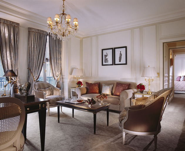 While France has made its 'art de vivre' one of the ultimate expressions of its culture, Le Meurice has elevated it to the rank of a fine art. Excellence in service takes on its full meaning at this Parisian institution, where it excels in the art of welcome, gastronomy and, most importantly, the art of being and well-being.