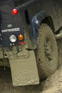 Defender's unique vehicle architecture remains unchanged. The chassis frame is available in three different wheelbases and in both standard and heavy-duty guise (for even greater load-bearing capabilities). A total of 14 separate body styles – from pick-ups to crew cabs and station wagons – are produced on the mainstream production line.