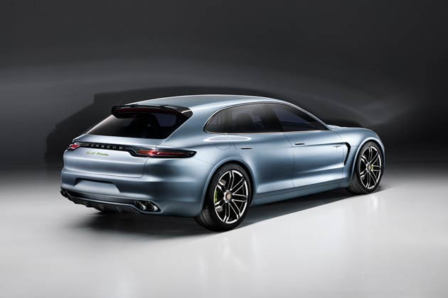 The new Liquid Metal Blue colour gives the concept car a surface that resembles liquid metal and highlights its contours and design lines more distinctly. The wheels in dual-spoke design have a bi-colour look, and the brake callipers are painted Acid Green.