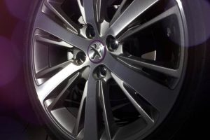 """The finely designed 17"""" diamond-Anthra Mercure multi-spoke wheels house in their centre an alloy wheel cap with Purple edging. At the rear, the tailgate bears the 'XY' signature logo designed with dynamic graphics."""