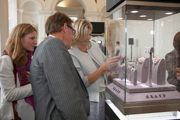 Maserati was proud to collaborate with Argyle Pink Diamonds as it hosted a very special exhibition at Kensington Palace, London, to showcase an exquisite collection of Argyle pink diamond jewellery fit for royalty.