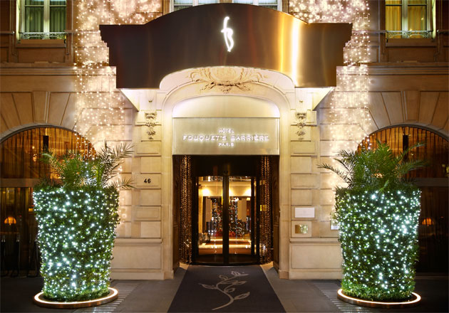 Amazing light shows, original entertainment for the children, and a sleigh yule log… Hôtel Fouquet's Barrière reinvents Christmas each and every year, adding an equal dose of magic and unforgettable moments for the whole family.