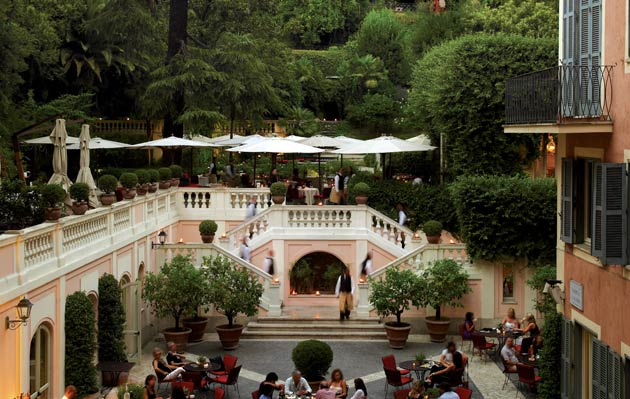 Perched just a few steps above the courtyard, lies a lush, canopied terrace garden, fittingly known as the 'Secret Garden', as it provides a tranquil oasis amidst the bustle of central Rome. Here, you can dine alfresco at their restaurant, Le Jardin de Russie, which is consulted by Fulvio Pierangelini, one of the most celebrated chefs in the world.