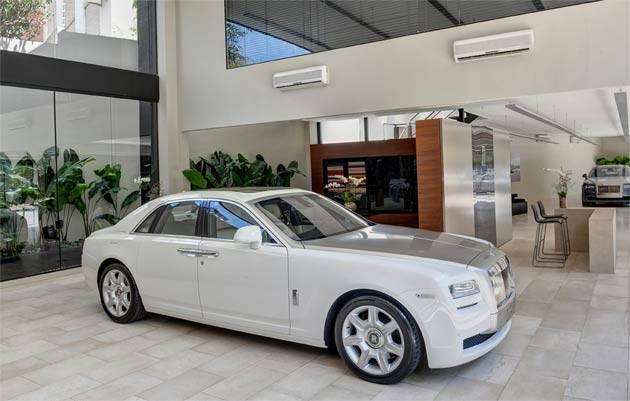 The first Rolls-Royce showroom in Latin America has opened in the Brazilian city of São Paulo, located in the Av. Cidade Jardim. The Via Italia Group, headquartered in São Paulo, is Rolls-Royce Motor Cars' appointed dealer in Brazil.