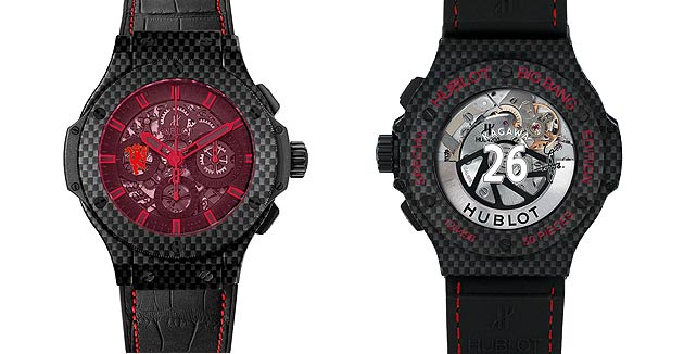The red sapphire glass befitting of the name Aero Bang Red Devil 26 was directly coloured by adding a special chemical element that prevents it from easily losing its finish.