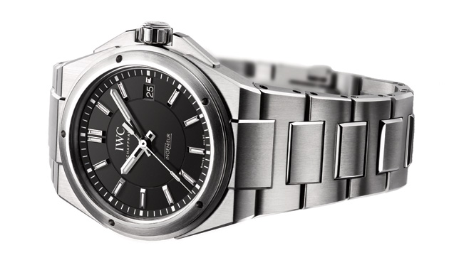 The elegant Ingenieur Automatic (Ref. 3239) with its three hands rounds off the classic line and has a timeless,distinctively clear design together with protection against magnetic fields up to 40,000 amperes per metre.