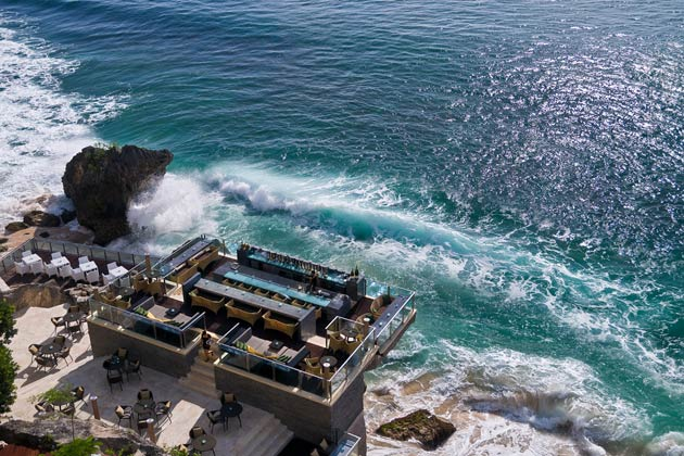 The finale of my sea-themed visit to Ayana was Rock Bar which the resort is famous for not only in the whole of Bali but also well beyond (voted as one of the world's best bars with a view).