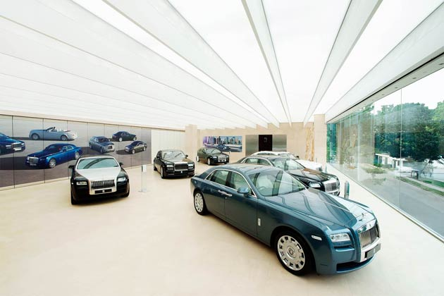 Singapore, the Lion City has played host to Rolls-Royce Motor Cars for the past 10 years. To celebrate this successful partnership, the iconic luxury brand has opened a new showroom.