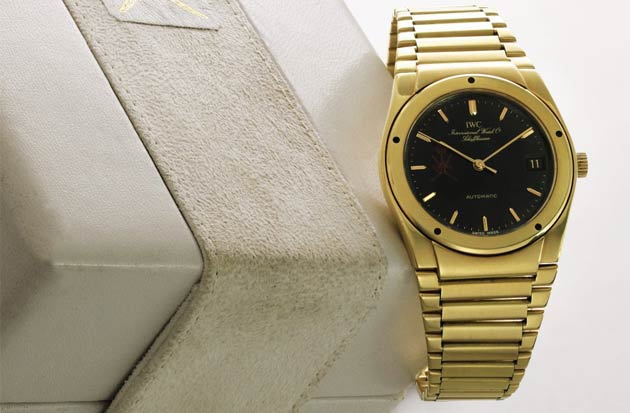 The mid-seventies saw a significant change the Ingenieur's looks courtesy of iconic watch designer Gerald Genta.