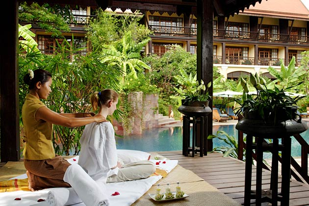Surrounded by tropical garden, the hotel houses a magnificent outdoor saltwater pool with a spa tub. Relaxing massages, facial and body treatments are available at the Victoria Spa.