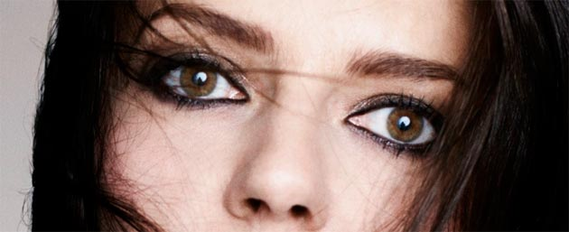 Chiara Mastroianni, daughter of Catherine Deneuve, becomes the face of Fendi Fragrances. 4