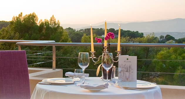 The Chef's Table 8 course gastronomic experience costs 195 euros per person including a glass of champagne