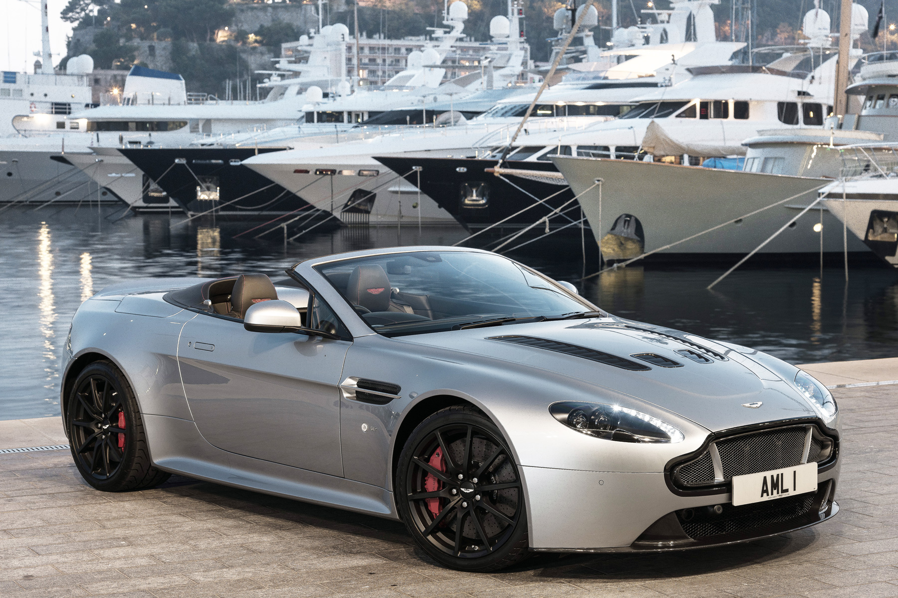 aston martin v12 vantage s roadster road test in nice france. Black Bedroom Furniture Sets. Home Design Ideas