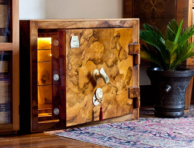 The Conforti Briar-Root Exclusive Safe