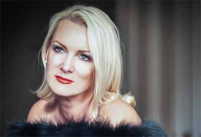 Luxurious Magazine Meets Friederike Krum Mezzo-Soprano 12