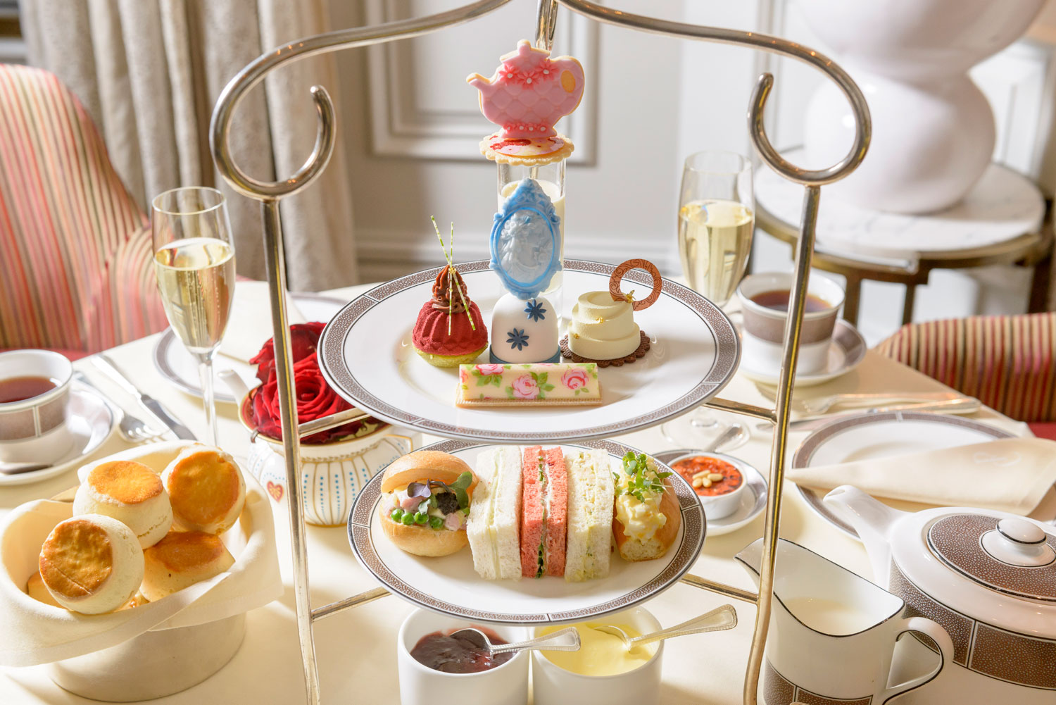 Luxurious Magazine Editor Simon Wittenberg samples the Langham Afternoon Tea With Wedgwood