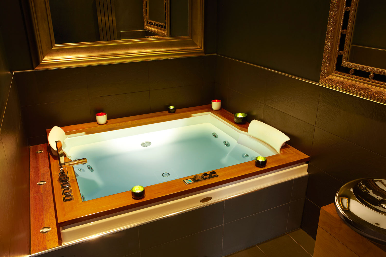Toronto Hotels With Jacuzzi