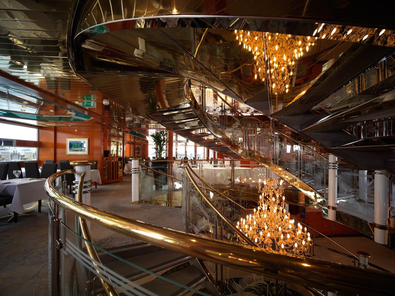 Restaurant In Executive Hotel Victoria