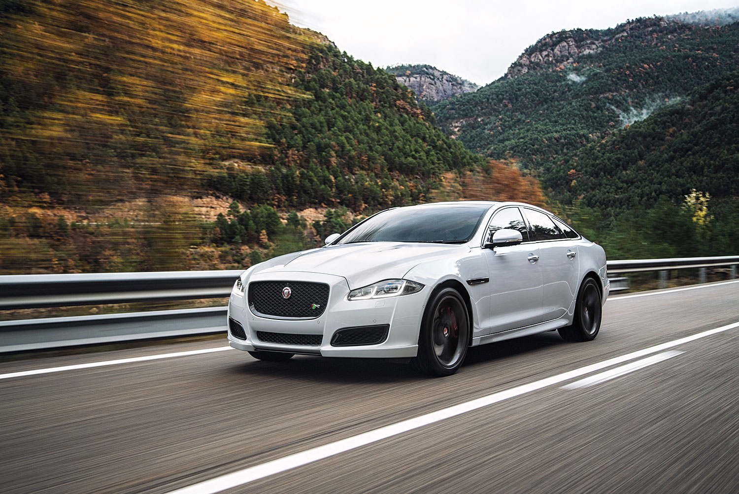 The 2016 model XJ, Jaguar's all-aluminium luxury saloon, is now even more desirable than ever