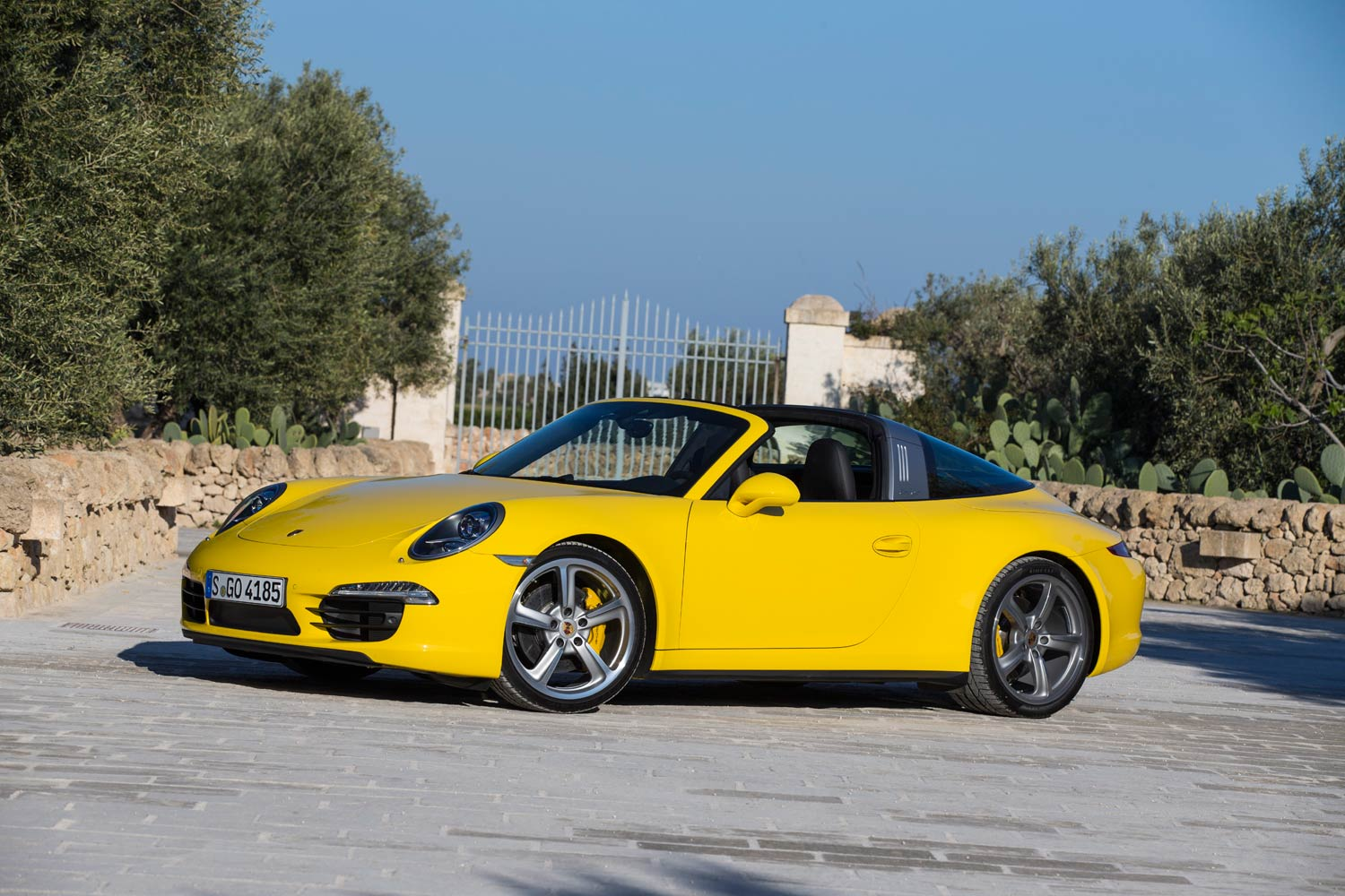 Luxurious Magazine Road Tests The Porsche 911 Targa 4