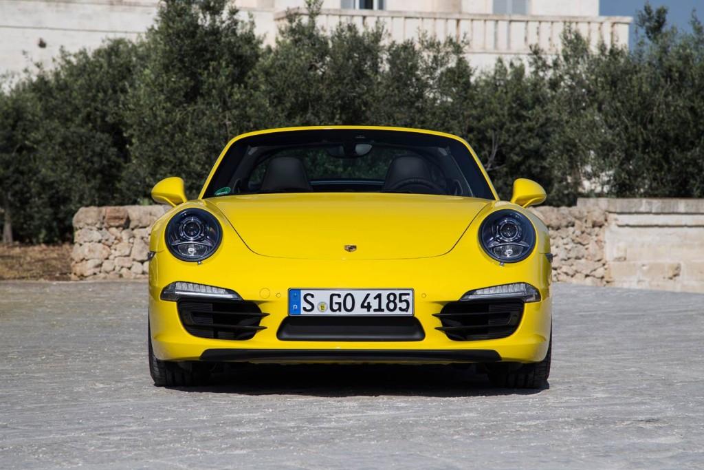 Luxurious Magazine Road Tests The Porsche 911 Targa 4 5