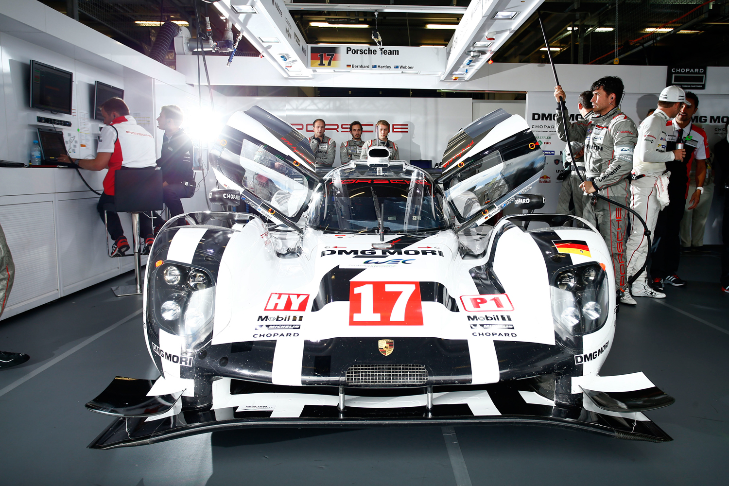 Porsche Motorsport dominates the 6 Hours of Nürburgring 2015 with a double victory