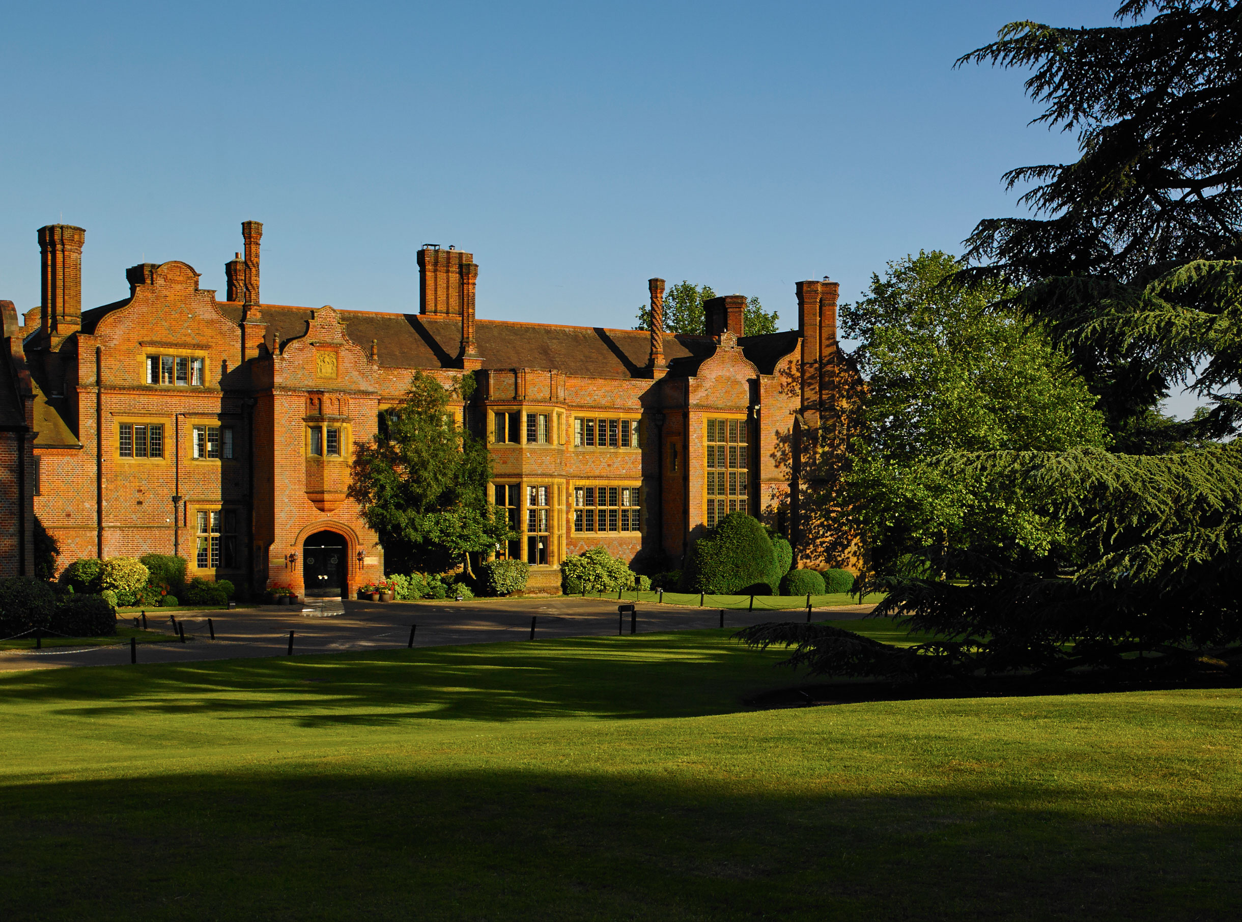 Get A Great Night's Sleep At Hanbury Manor With Duxiana Beds