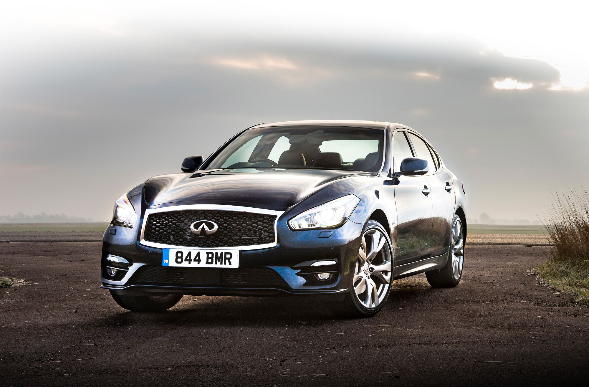 Luxurious Magazine Road Tests The Infiniti Q70