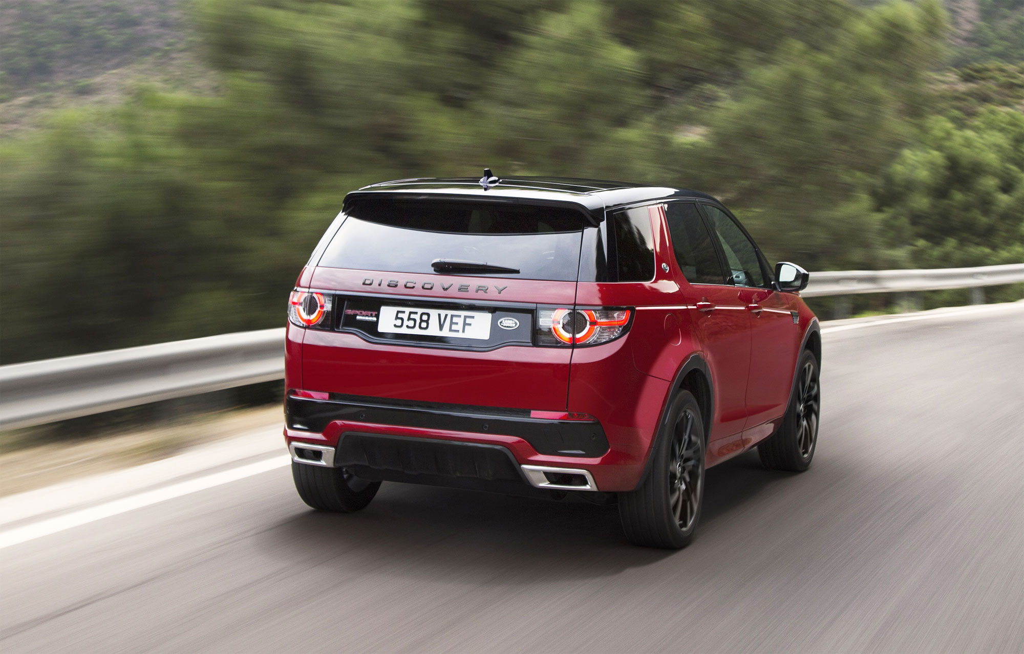 the land rover discovery sport hse dynamic lux luxurious. Black Bedroom Furniture Sets. Home Design Ideas